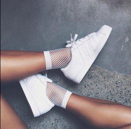 Έτσι θα κρατήσεις τα λευκά σου sneakers καθαρά!