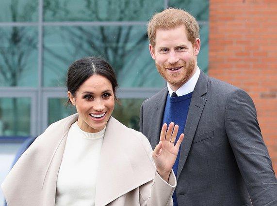 Harry και Meghan: Η πρώτη επίσημη εμφάνιση των νεονύμφων στο μπαλκόνι του Μπάκινχαμ