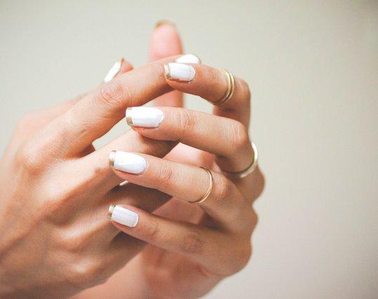 «Ναι» στο λευκό! Τα 12 καλύτερα white manicures που βρήκαμε στο Instagram