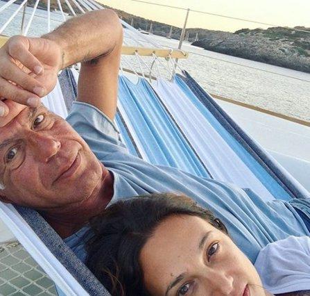 Η σύντροφος του Anthony Bourdain συγκινεί με το γράμμα που έγραψε για εκείνον