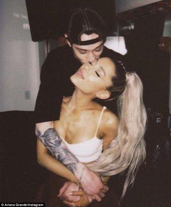 Αρραβώνας εξπρές για την Ariana Grande