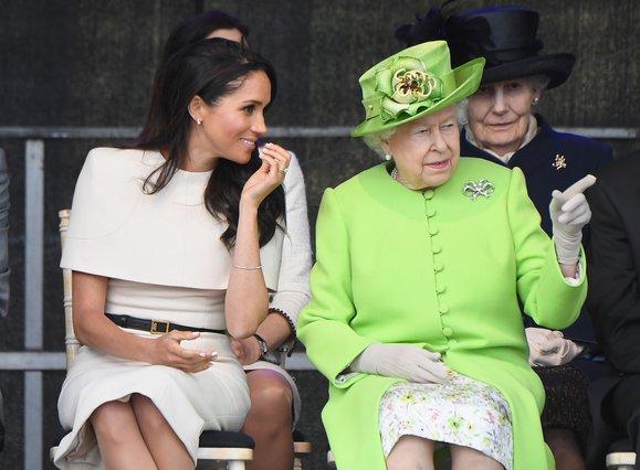 Η βασίλισσα Ελισάβετ κάνει κάτι για τη Meghan που δεν έκανε ποτέ για την Kate