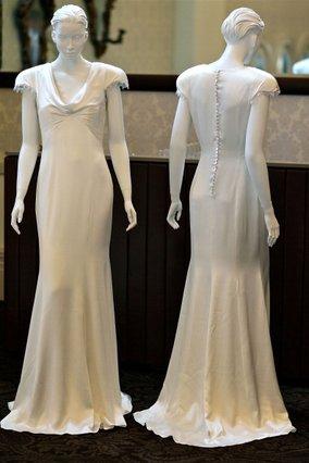 Το περίφημο φόρεμα που έκλεψε τις εντυπώσεις. Προσέξτε τα κουμπάκια στην πλάτη...
