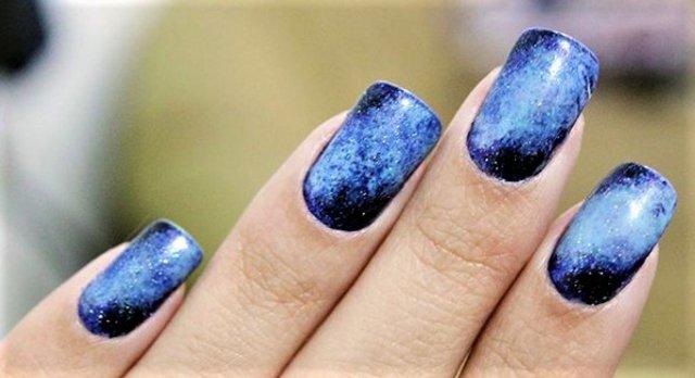 Το μπλε πρωτοστατεί (και) στα νύχια αυτό το καλοκαίρι – Ποιο manicure θα διαλέξεις;