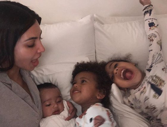 Kim Kardashian:  Τσάκωσε  την κόρη της να βάφεται και την... ξεμπρόστιασε