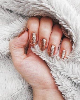 «Ι do» στο gold – bronze manicure: Θα τολμήσεις την πιο hot τάση του καλοκαιριού;