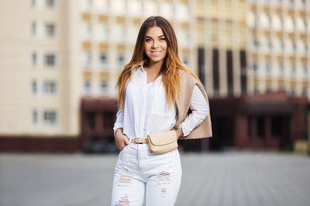 Έτσι θα φορέσεις το λευκό τζιν αυτό το καλοκαίρι!