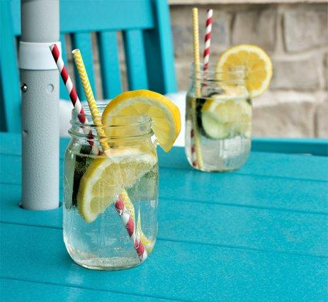 Τι να προσθέσεις στο νερό σου για έξτρα ενυδάτωση και επίπεδη κοιλιά