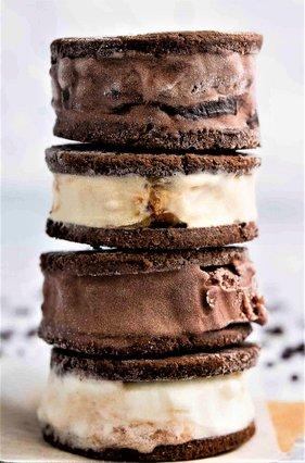 Το πιο νόστιμο παγωτό – σάντουιτς! Φτιάξ' το μόνη σου και εντυπωσίασε τους πάντες