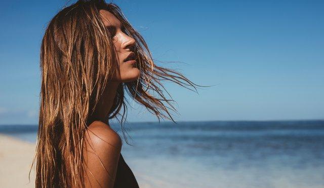 5 μυστικά για λαμπερά, υγιή μαλλιά και το καλοκαίρι!