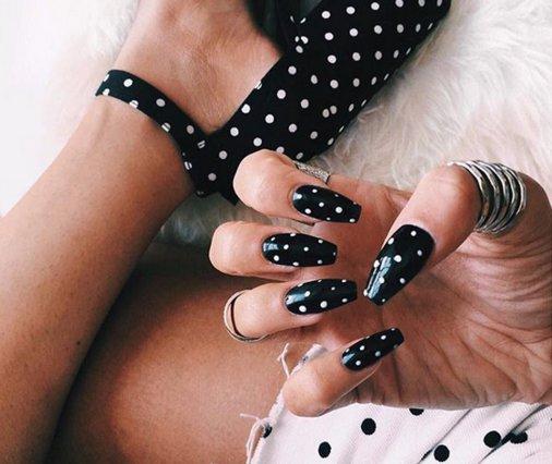 Πουά (και) στα νύχια; Οι καλύτερες ιδέες για να πειραματιστείς