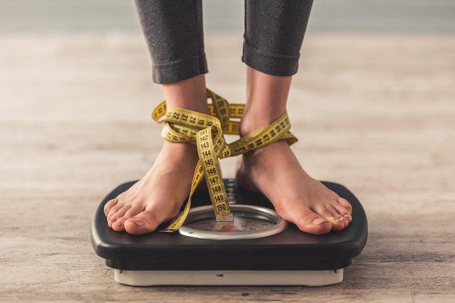 Αδυνάτισμα: 10 παράξενα, αλλά αποτελεσματικά, κόλπα για να χάσεις κιλά