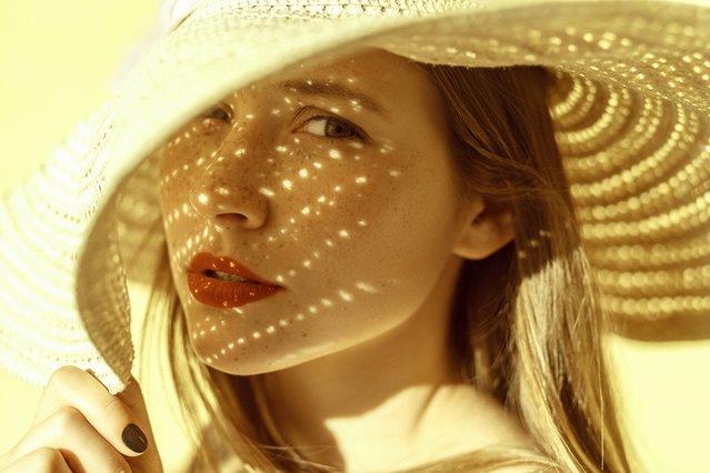 Πόση ώρα μπορείς να μείνεις στο ήλιο φορώντας αντηλιακό; Ένα site απαντά!