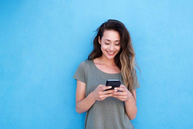 Κολλημένη με το κινητό; 4 τρόποι για να αποτοξινωθείς