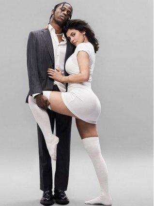 Kylie Jenner: Το πρώτο κοινό εξώφυλλο με τον Travis Scott αναμένεται να  ανάψει  φωτιές [photos]
