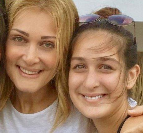 Νατάσσα Θεοδωρίδου: Σπάνια εμφάνιση της κόρης της, Ανδριάννας Φουστάνου με τον πατέρα της