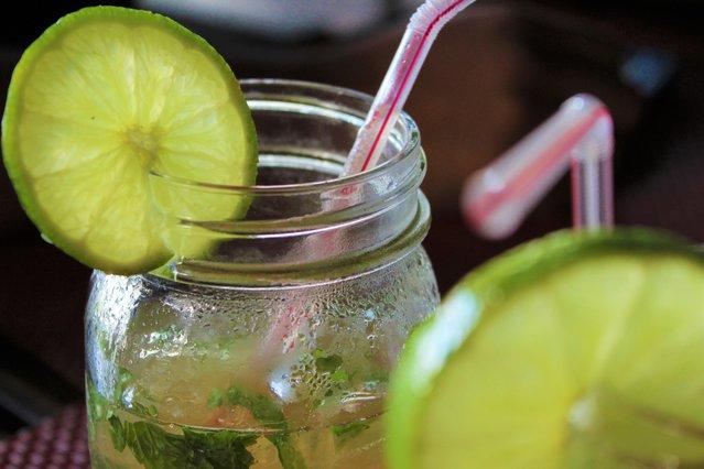 Ώρα για cocktail! Η κλασσική συνταγή για Mojito που θα σου λύσει τα χέρια