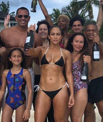 Incognito στη Μύκονο η Jennifer Lopez;