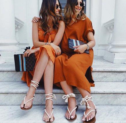 Το top χρώμα του Φθινοπώρου πρωταγωνιστεί στα πιο chic looks του Αυγούστου!