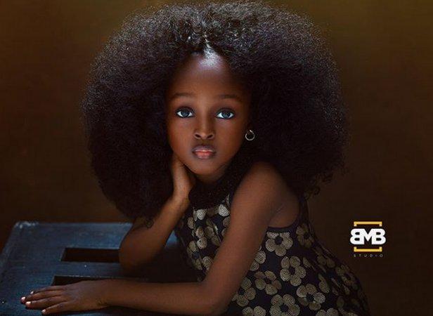 Όμορφο μαύρο κορίτσι σεξ