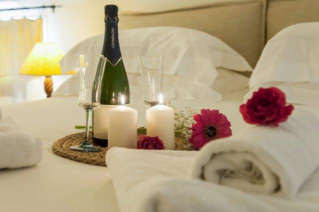 8 τρόποι να αισθάνεσαι σα στο σπίτι σου σε κάθε δωμάτιο ξενοδοχείου