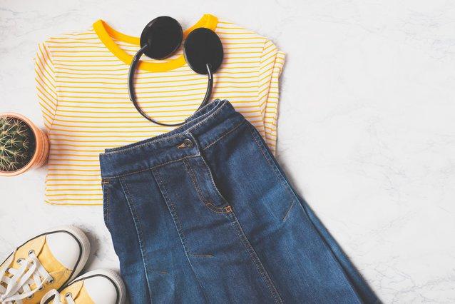 Trend Alert! 4 τρόποι να (ξανα)φορέσεις την ίσια τζιν μίνι φούστα