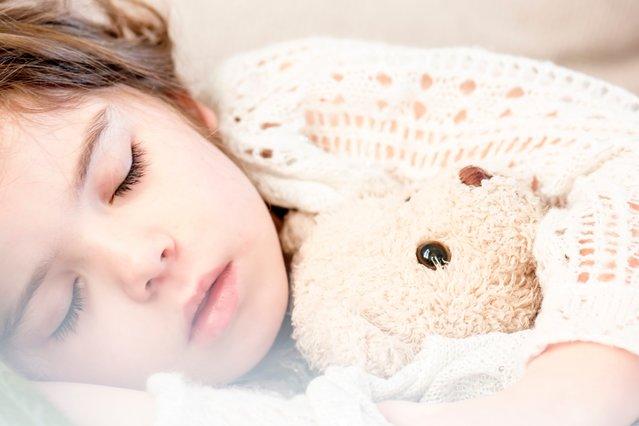 Το παιδί σου φοβάται το σκοτάδι; Έτσι μπορείς να το βοηθήσεις