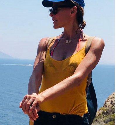 Τζένη Μπαλατσινού: Η topless φωτογραφία, το μυστικό τατουάζ και ο Ελύτης