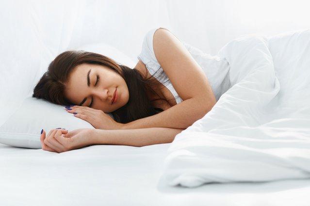 Έχεις πρόβλημα στον ύπνο; Δοκίμασε ένα πολύ απλό πράγμα πριν κοιμηθείς και θα σωθείς