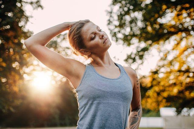 Πονάς στον αυχένα; Κάνε αυτές τις ασκήσεις