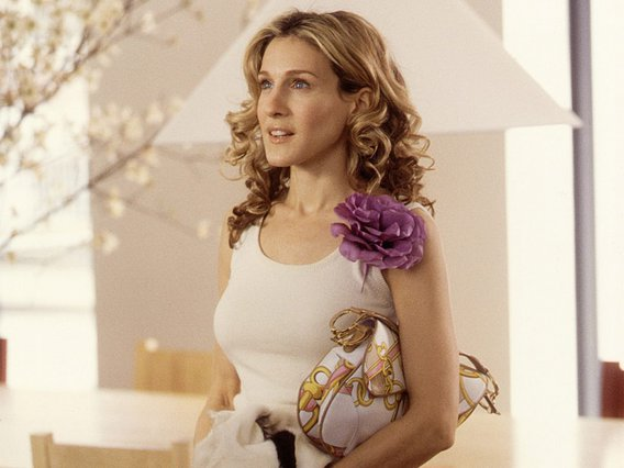 H Dior τσάντα της Carrie Bradshaw είναι ξανά στη μόδα και πολύ χαιρόμαστε γι' αυτό