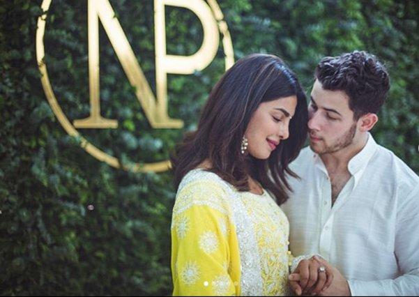 Priyanka Chopra - Nick Jonas: Η επιβεβαίωση του αρραβώνα, οι φωτογραφίες και το μονόπετρο
