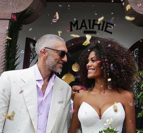 Vincent Cassel: Ντύθηκε ξανά γαμπρός ο πρώην της Bellucci - Κούκλα η κατά 30 χρόνια νεότερη νύφη [photos]