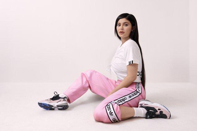 Kylie Jenner: Φοράει τα πιο hot sneakers της σεζόν! Έτσι θα γίνουν δικά σου...