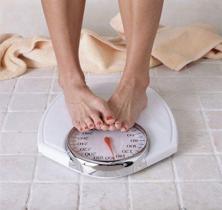 Να γιατί ζυγίζουμε λιγότερο το πρωί