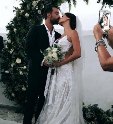 Παντρεύτηκαν Σάκης Τανιμανίδης - Χριστίνα Μπόμπα: Οι πρώτες φωτογραφίες είναι απίθανες