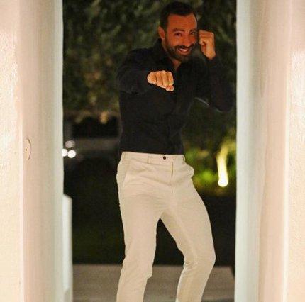 Σάκης Τανιμανίδης: Ποζάρει χαμογελαστός λίγο πριν το γάμο του
