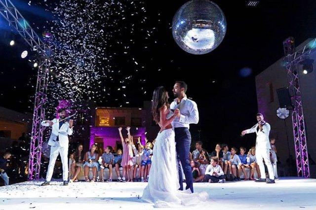 Σάκης Τανιμανίδης - Χριστίνα Μπόμπα: Οι επώνυμοι καλεσμένοι που παραβρέθηκαν στο γάμο