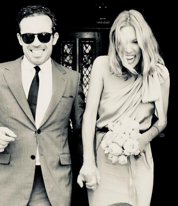 Βίκυ Καγιά  Η τρυφερή φωτογραφία με τον σύζυγό της στον γάμο της χρονιάς 614f8e03ab6