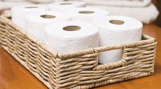 Εσύ ξέρεις γιατί δεν πρέπει να βάζεις χαρτί στο καπάκι της τουαλέτας πριν καθίσεις;
