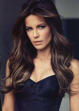 Kate Beckinsale: Η ημίγυμνη εμφάνιση στο κόκκινο χαλί που ξάφνιασε [photos]