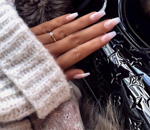 #babyboomernails: Η πιο hot τάση στο manicure και ιδέες για να τη δοκιμάσεις