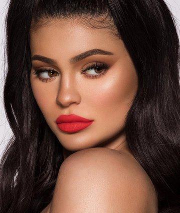 Τέλος το μελαχρινό: Δεν μπορείς να μην ερωτευτείς τα νέα, εκκεντρικά μαλλιά της Kylie Jenner