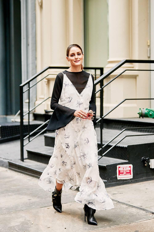 a07af0aa3a6 ... NYFW: Το στυλιστικό τρικ που θα μετατρέψει τα καλοκαιρινά σου ρούχα σε  φθινοπωρινά
