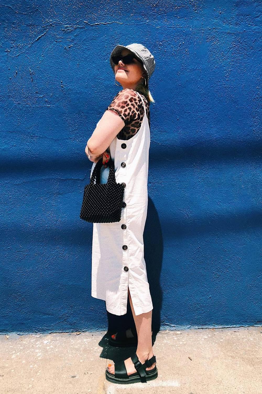 27f42aa5507 ... NYFW: Το στυλιστικό τρικ που θα μετατρέψει τα καλοκαιρινά σου ρούχα σε  φθινοπωρινά ...