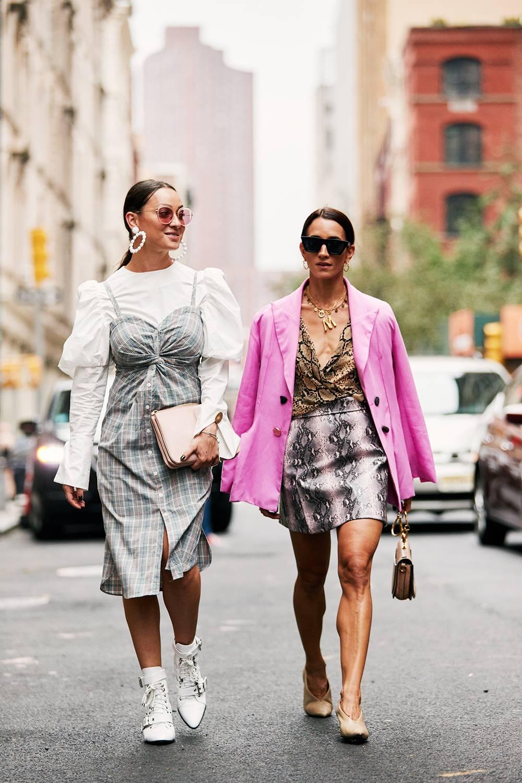 660ec1d23e7 NYFW: Το στυλιστικό τρικ που θα μετατρέψει τα καλοκαιρινά σου ρούχα σε  φθινοπωρινά ...