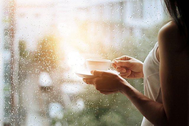 Συννεφιές; Να πώς ο φθινοπωρινός καιρός επηρεάζει τη διάθεσή σου!