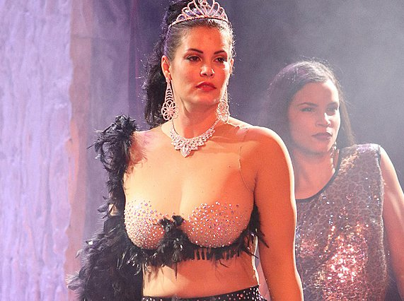 Η Κορινθίου πήρε το ρόλο της Αλίκης Βουγιουκλάκη για την παράσταση... [Video]