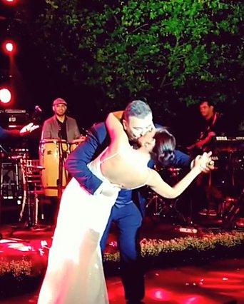 Αντώνης Ρέμος - Υβόννη Μπόσνιακ: Ο πρώτος χορός, το φιλί και η... εγκυμοσύνη! [video]