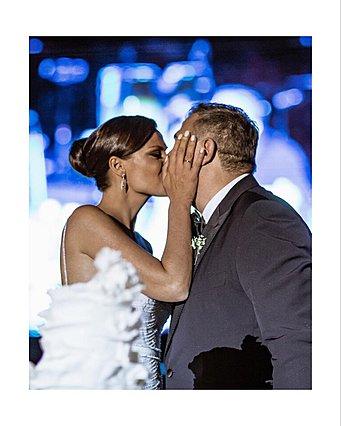 Αντώνης Ρέμος - Υβόννη Μπόσνιακ: Η γαμήλια φωτογραφία, μαζί με την κόρη τους, που δεν έχεις δει